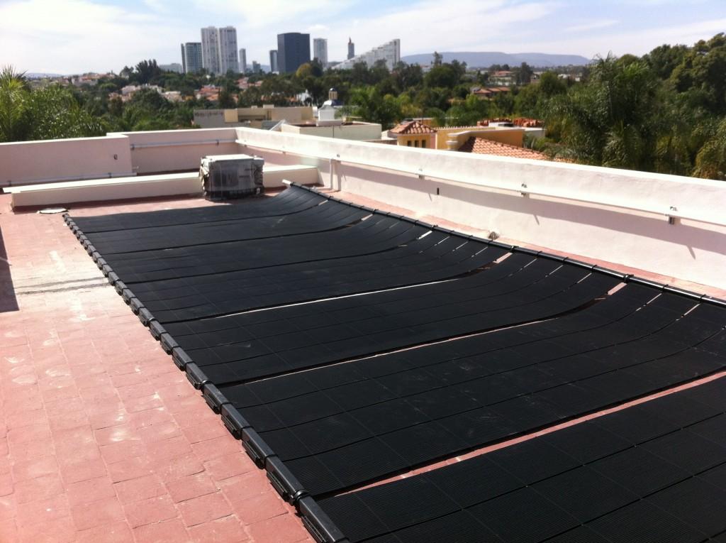 C mo se puede utilizar la energ a solar cemaer - Calentadores solares para piscinas ...